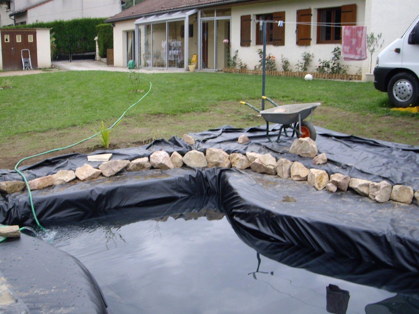 Stunning bassin de jardin cacher la bache photos for Bache pour bassin de jardin